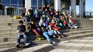 Die 4b vor der Rheinischen Post